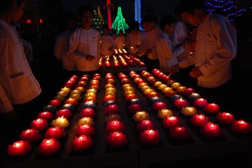 Candles at Shwedagon