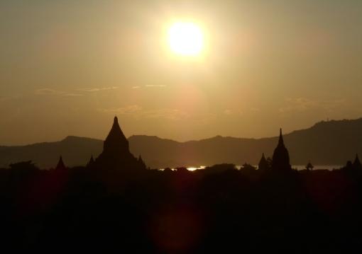 Stupa susnsets